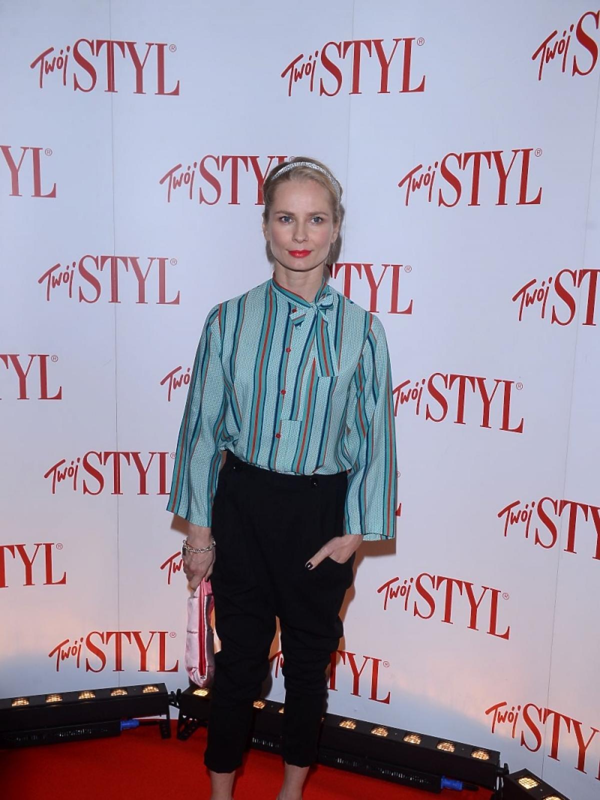 Magdalena Cielecka w bluzce w paski