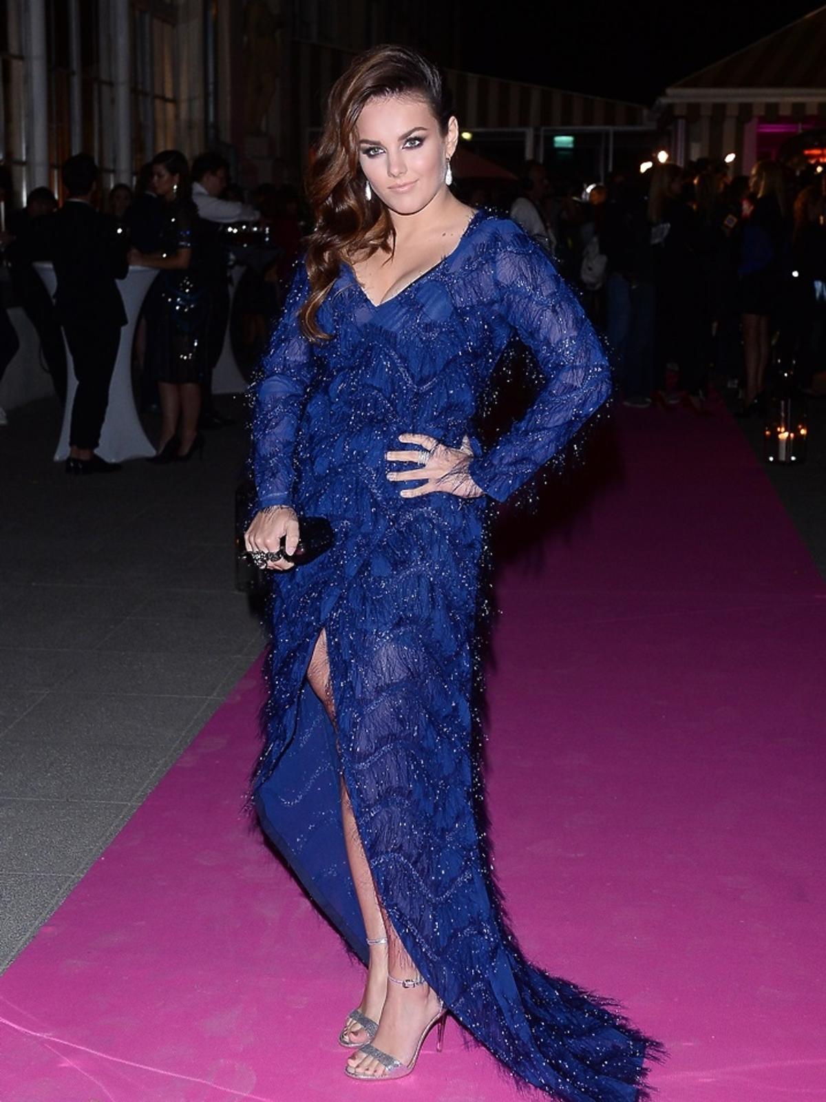 Ewa Farna w niebieskiej sukni