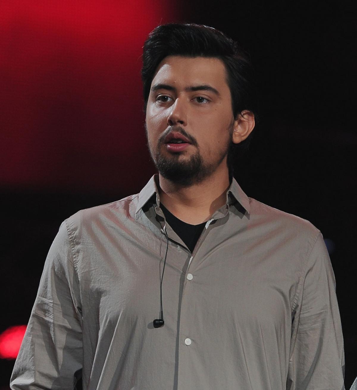 Piotr Tłustochowicz w szarej koszuli