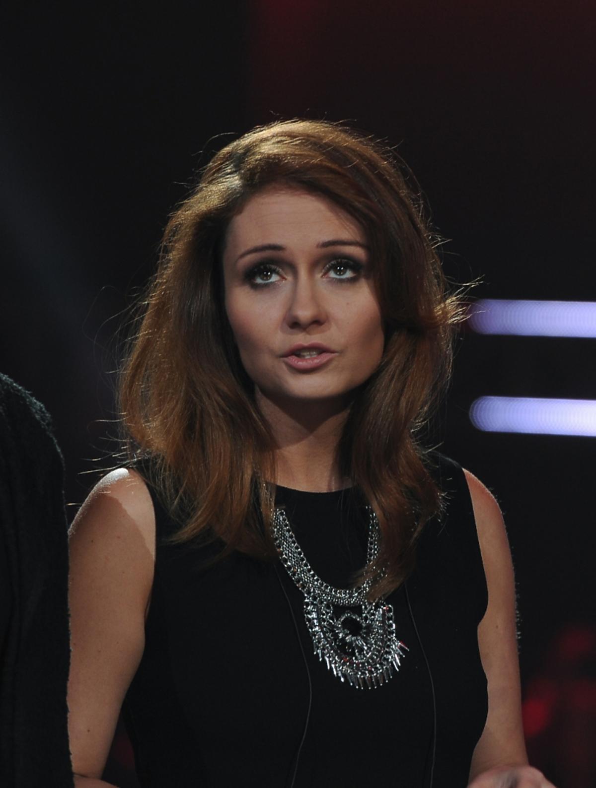 Anna Kłys w czarnej bluzce i naszyjniku