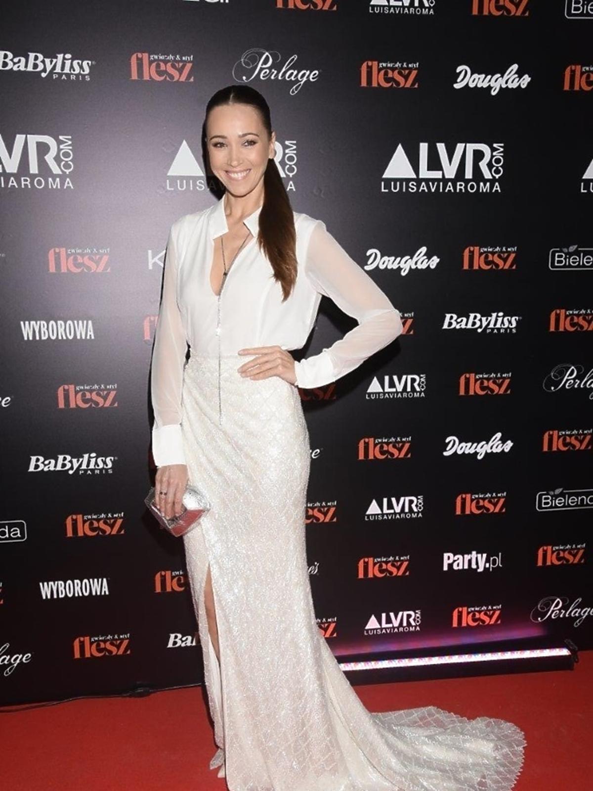 Dorota Czaja w białej sukni Violi Piekut