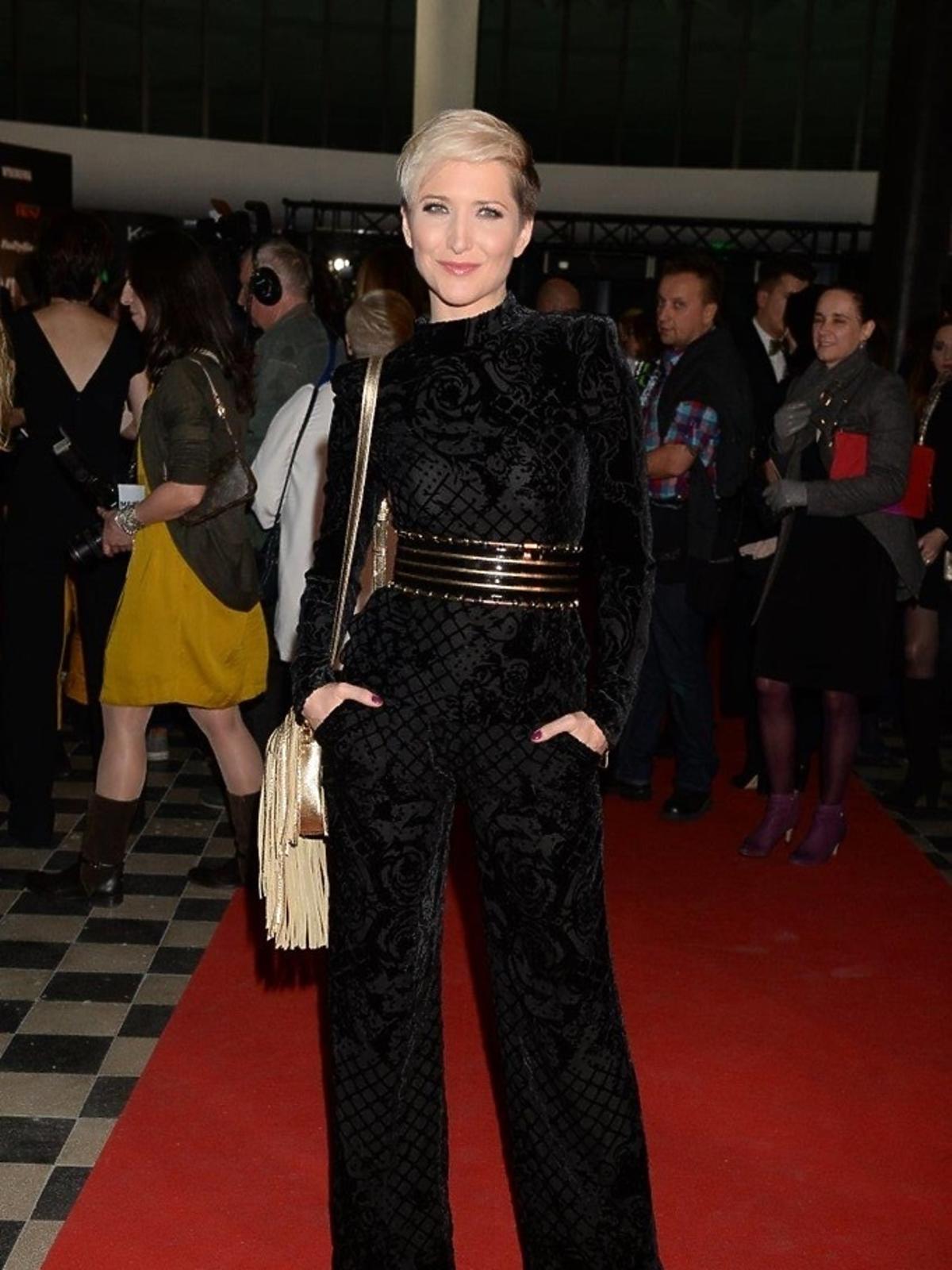 Magda Steczkowska w czarnym kombinezonie Balmain dla H&M