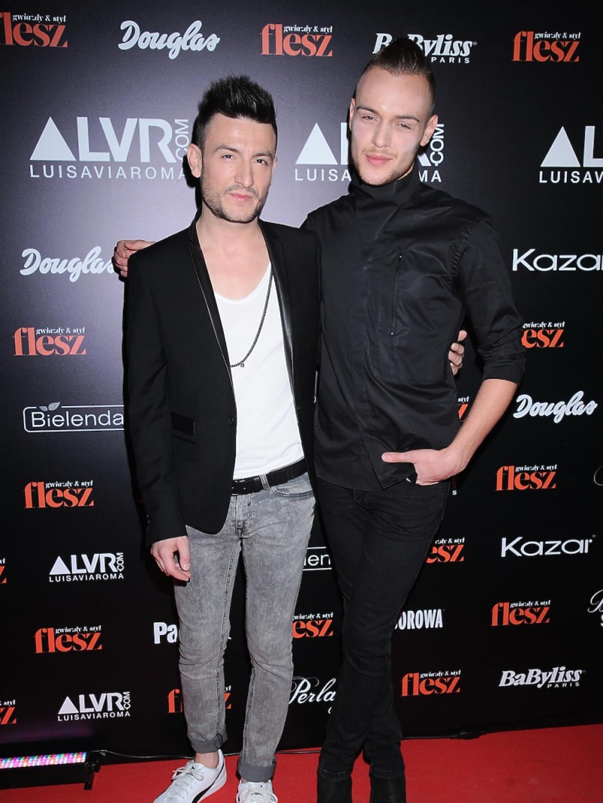 Michał Kwiatkowski z chłopakiem na gali Flesz Fashion Night