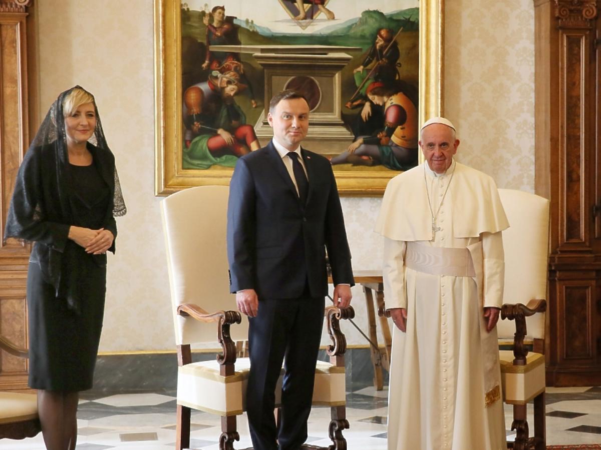Andrzej Duda obok papieża