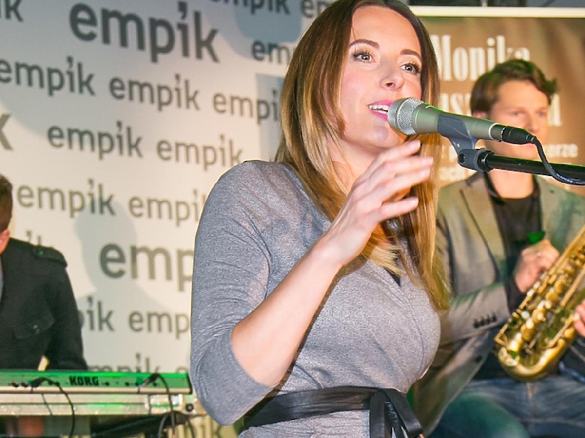 """Monika Kuszyńska promuje swoją książkę """"Drugie życie"""""""