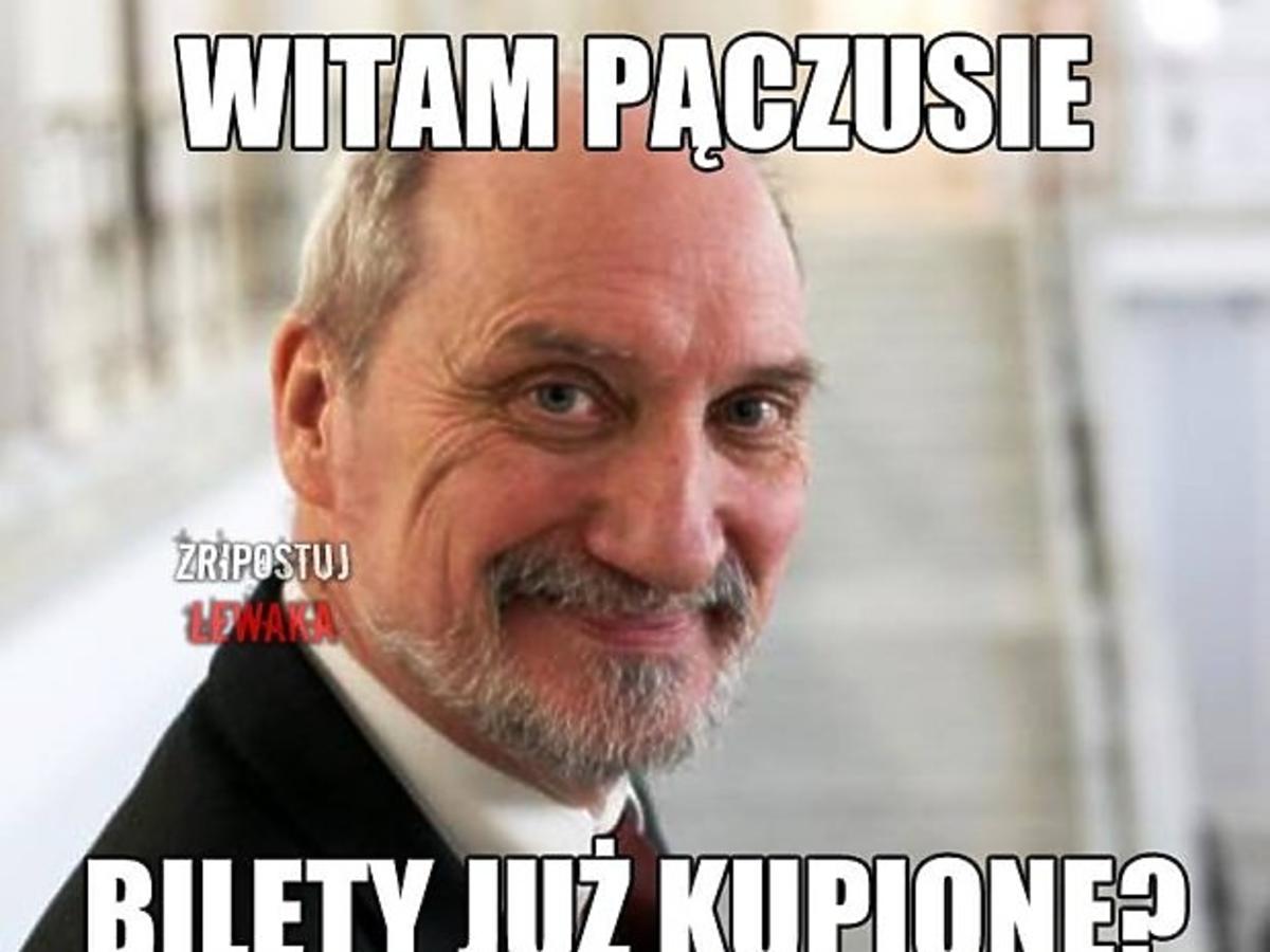 Antoni Macierewicz uśmiech się