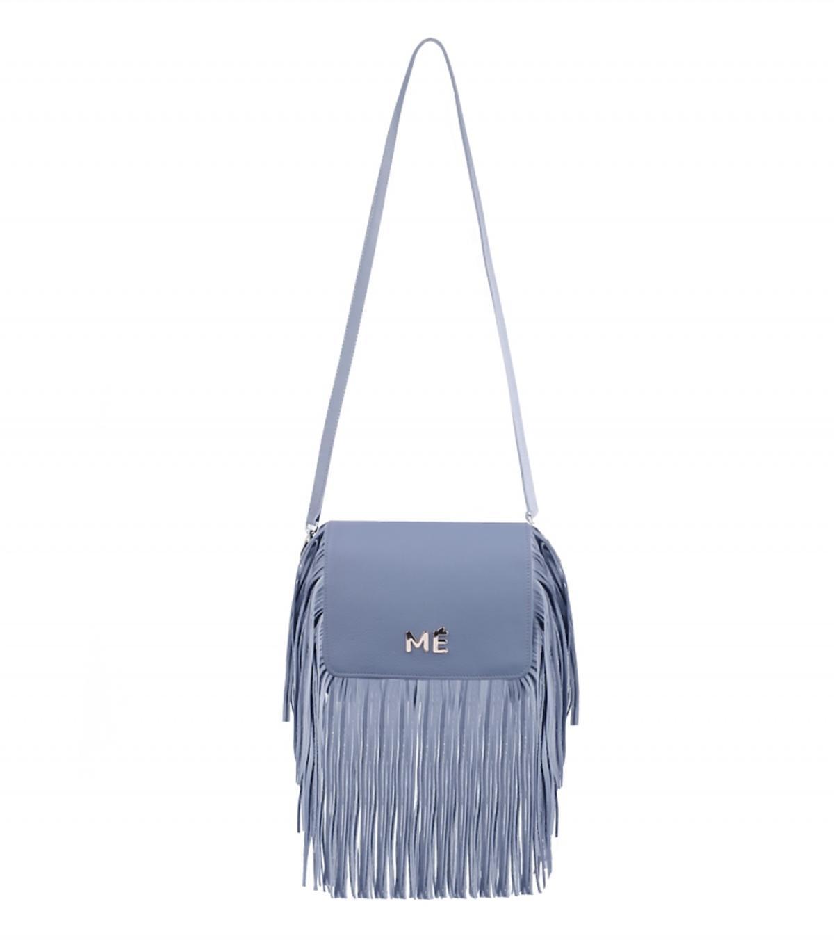 niebieska torba z frędzlami