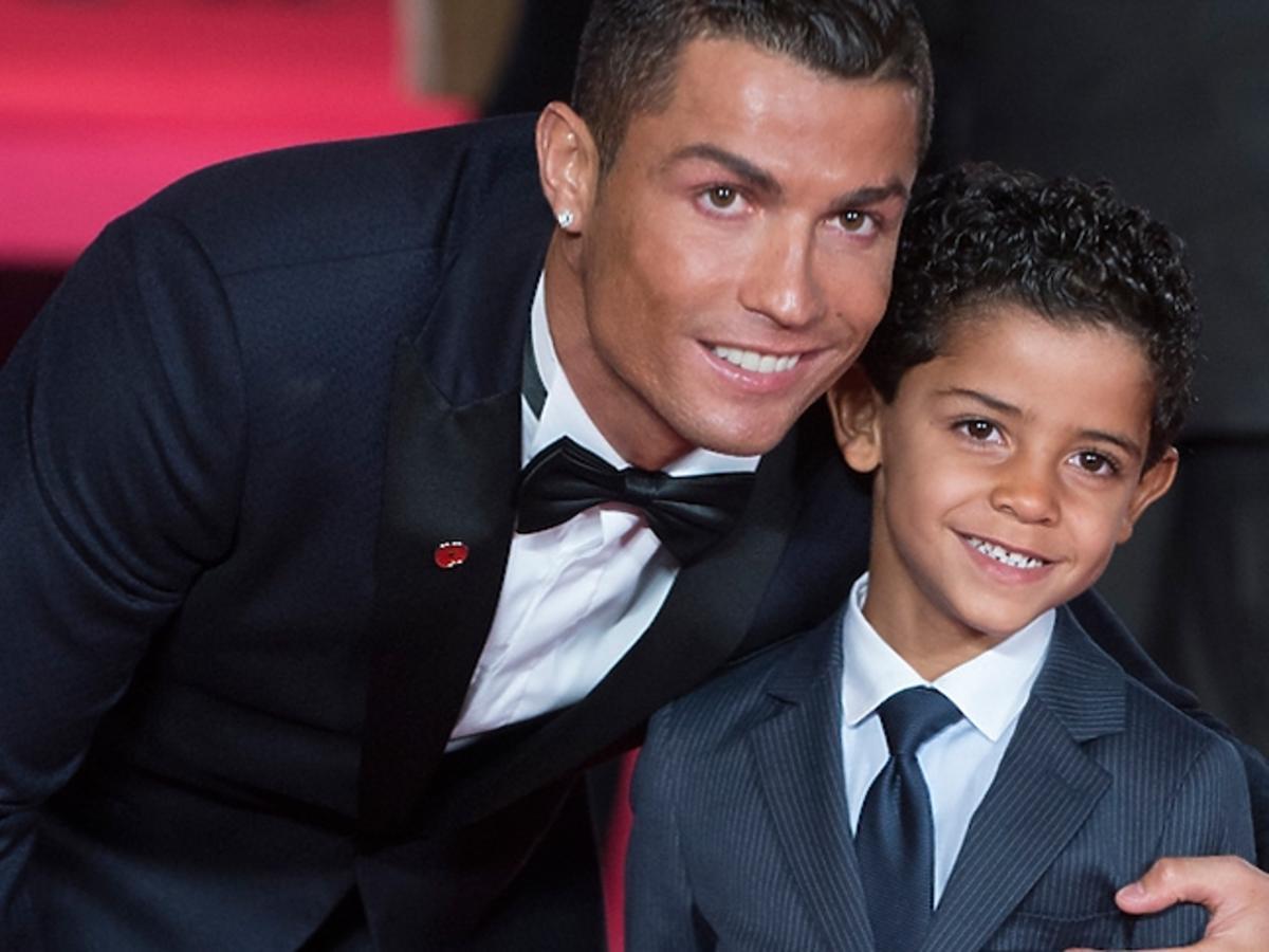 """Cristiano Ronaldo z synem i mamą na premierze filmu """"Ronaldo"""""""