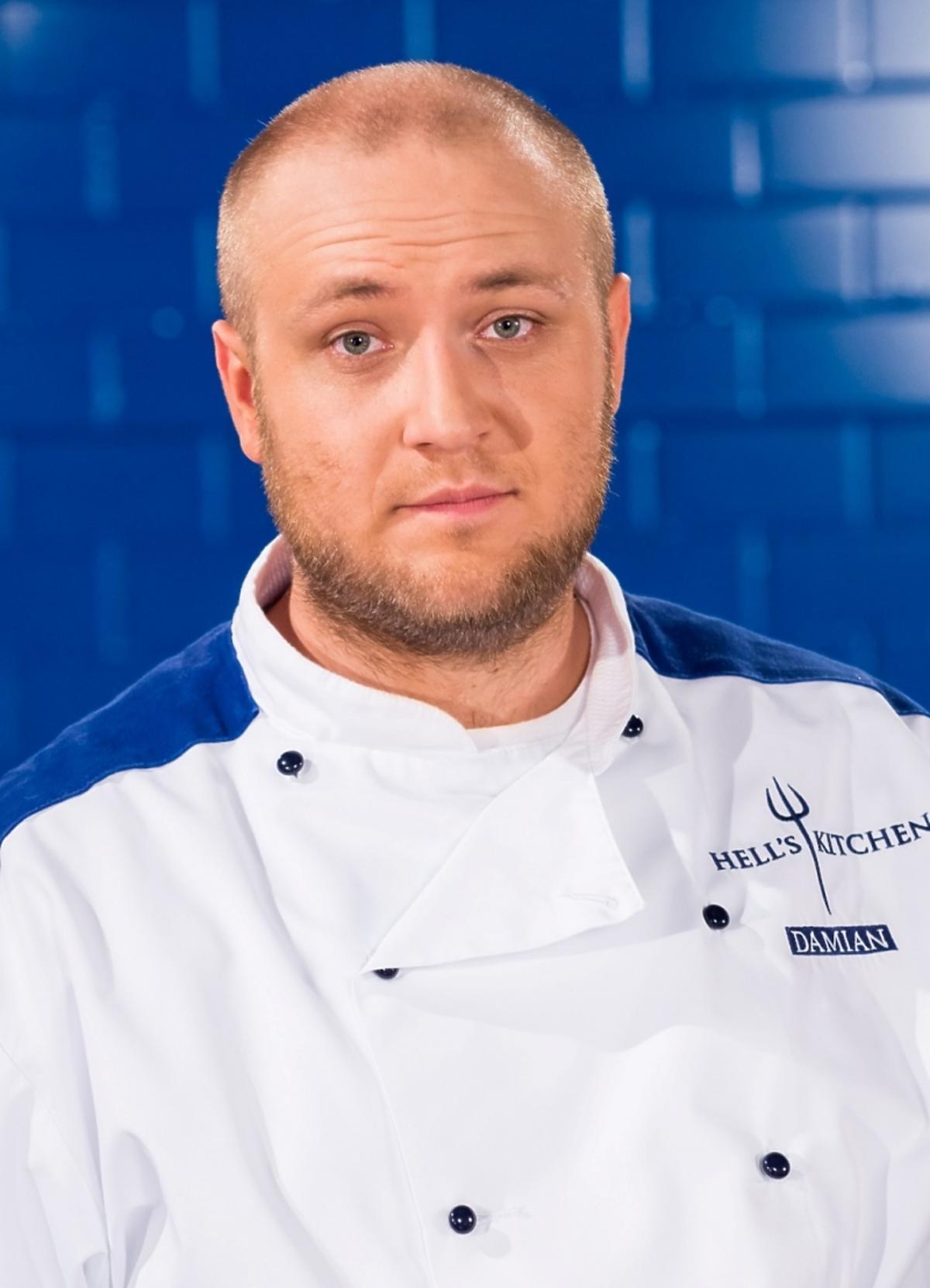 Damian Marchlewicz w kucharskim stroju w Hell's Kitchen