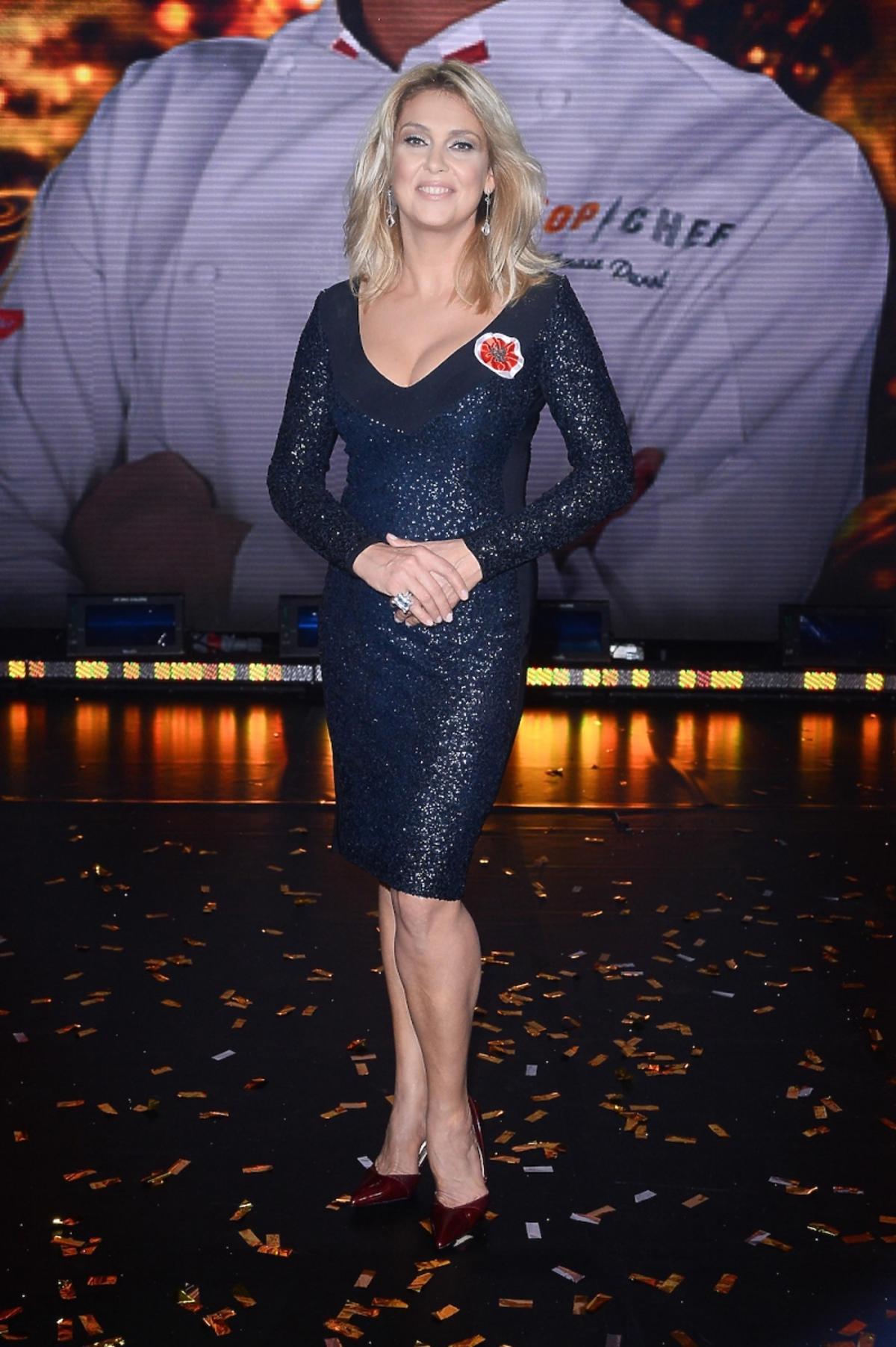 Ewa Wachowicz w granatowej błyszczącej sukience