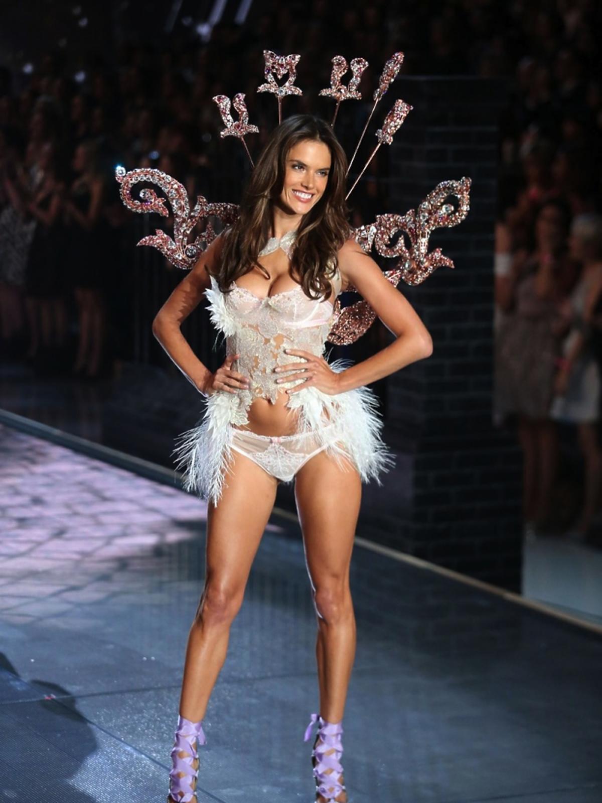 Alessandra Ambrosio na pokazie Victoria's Secret 2015