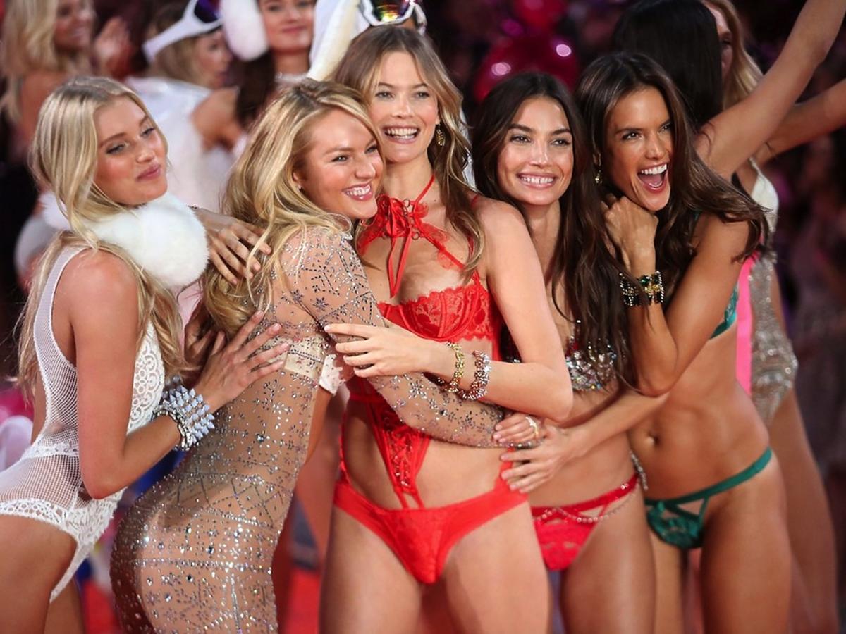 Modelki na pokazie Victoria's Secret 2015
