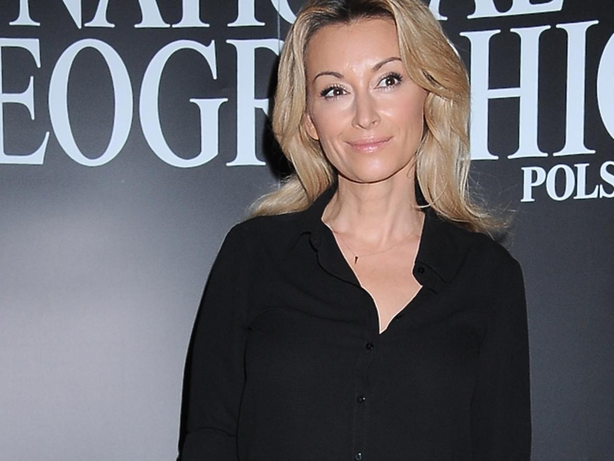 Martyna Wojciechowska w czarnym kombinezonie
