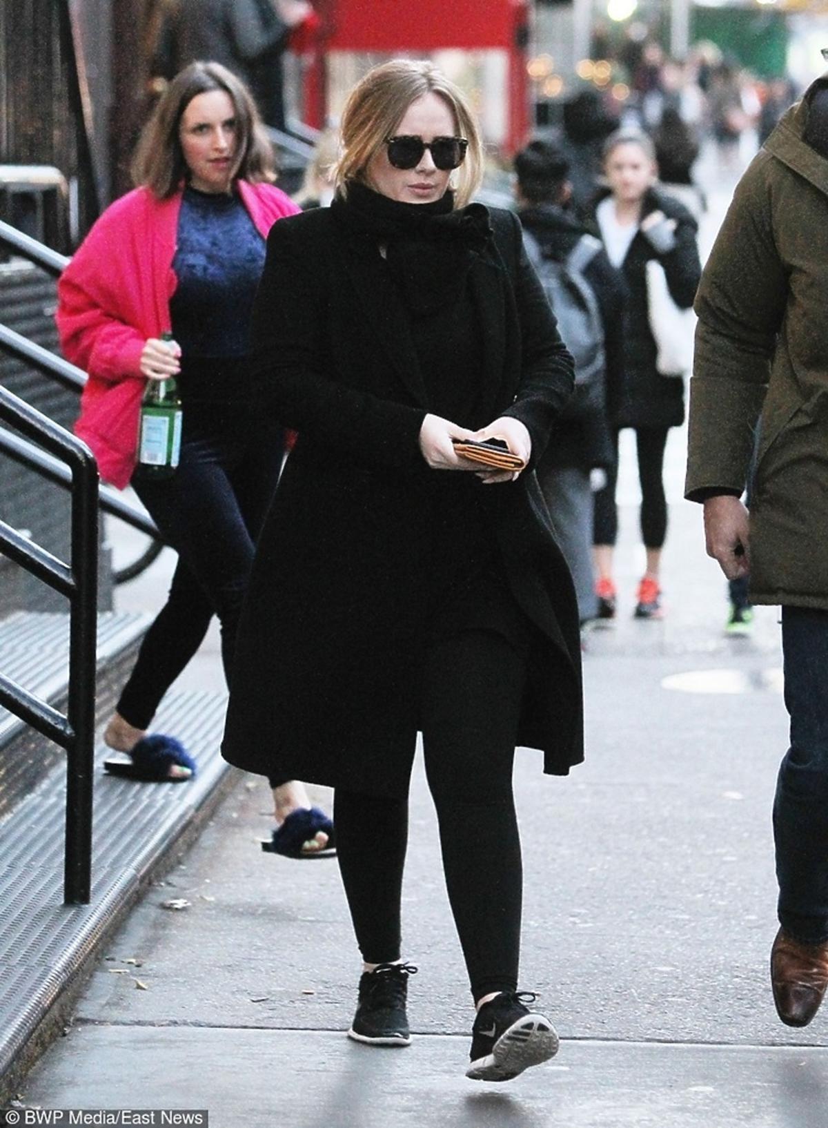 Adele cała na czarno