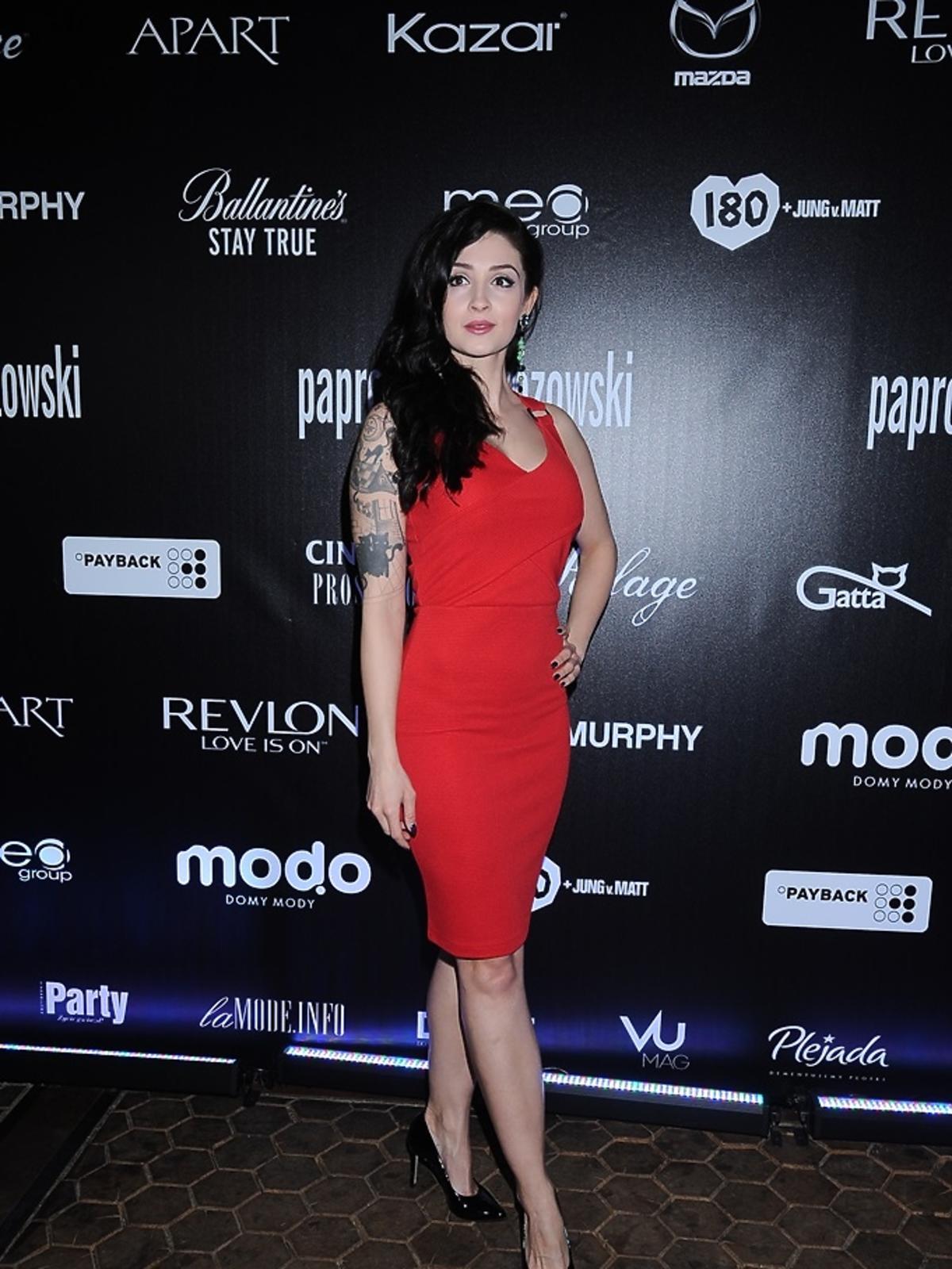 Anna Matysiak w czerwonej sukience