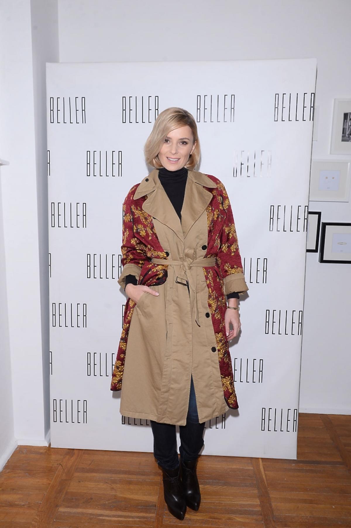 HAlina Mlynkova w oreintalnym płaszczu