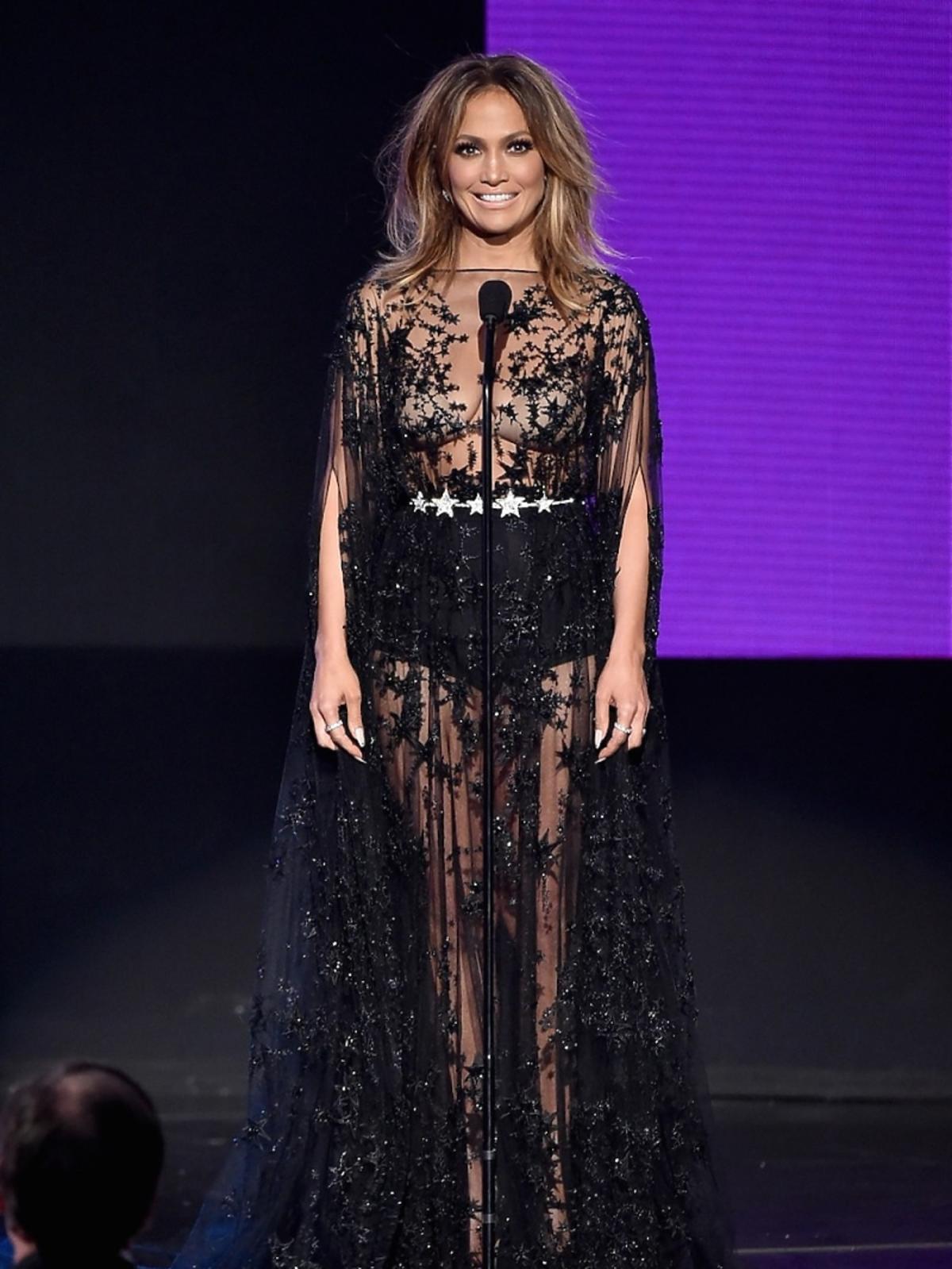 Jennifer Lopez w czarnej seksownej transparentnej sukience