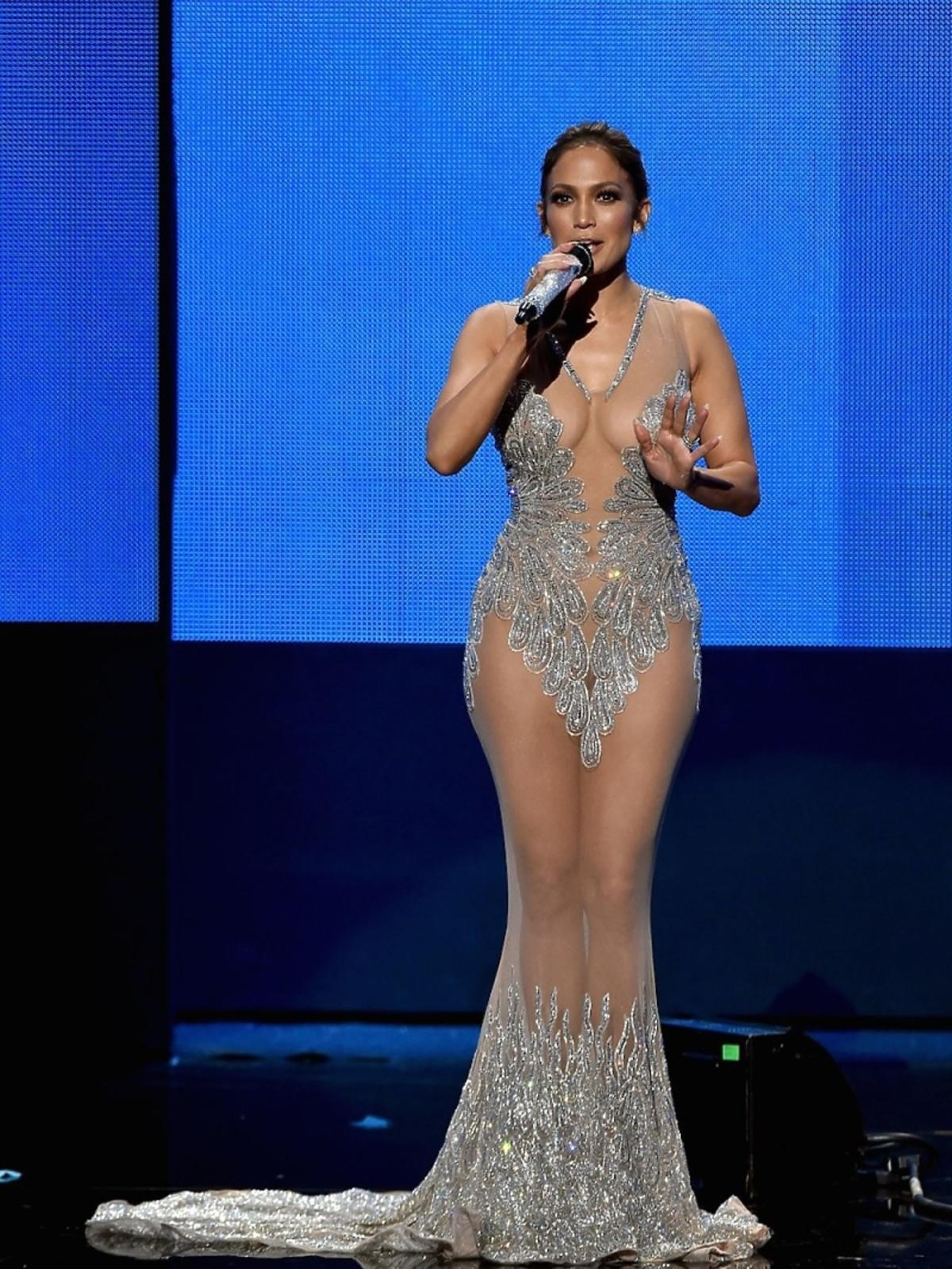 Jennifer Lopez w seksownej transparentnej sukience
