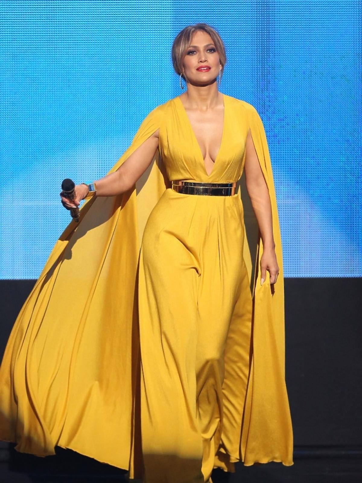 Jennifer Lopez w żółtej sukience