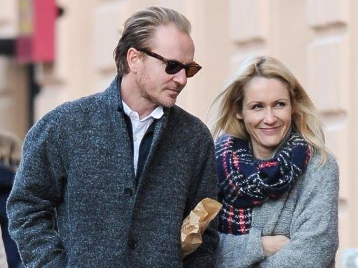 Jacek Borcuch i Małgorzata Ohme w szarych płaszczach