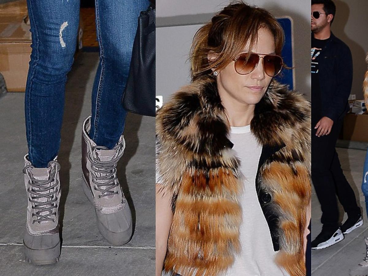 Jennifer Lopez z futrzaną kamizelką, dżinsach, beżowych buty, białej koszulce