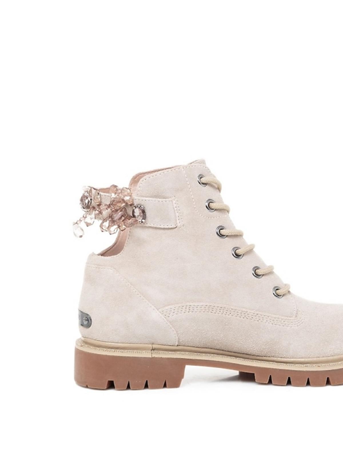 białe buty trapery