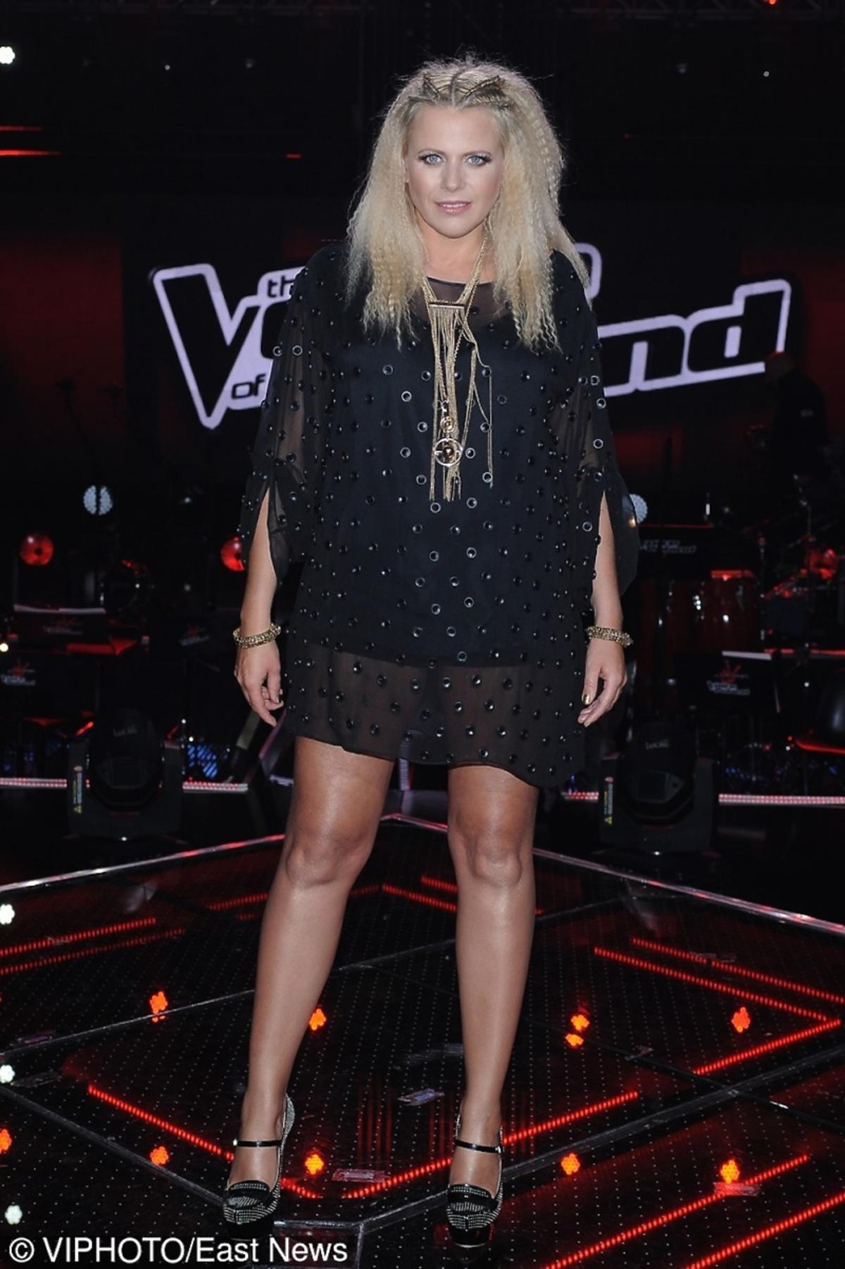 Maria Sadowska w czarnej sukience