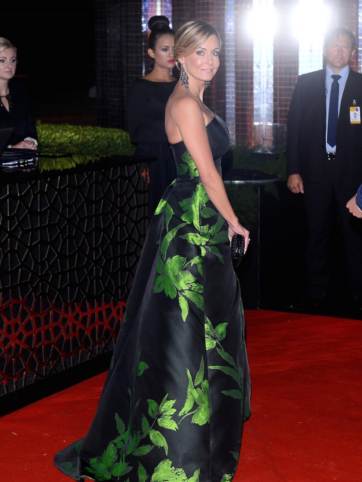 Małgorzata Rozenek w długiej sukini do ziemi czarnej w zielone kwiaty