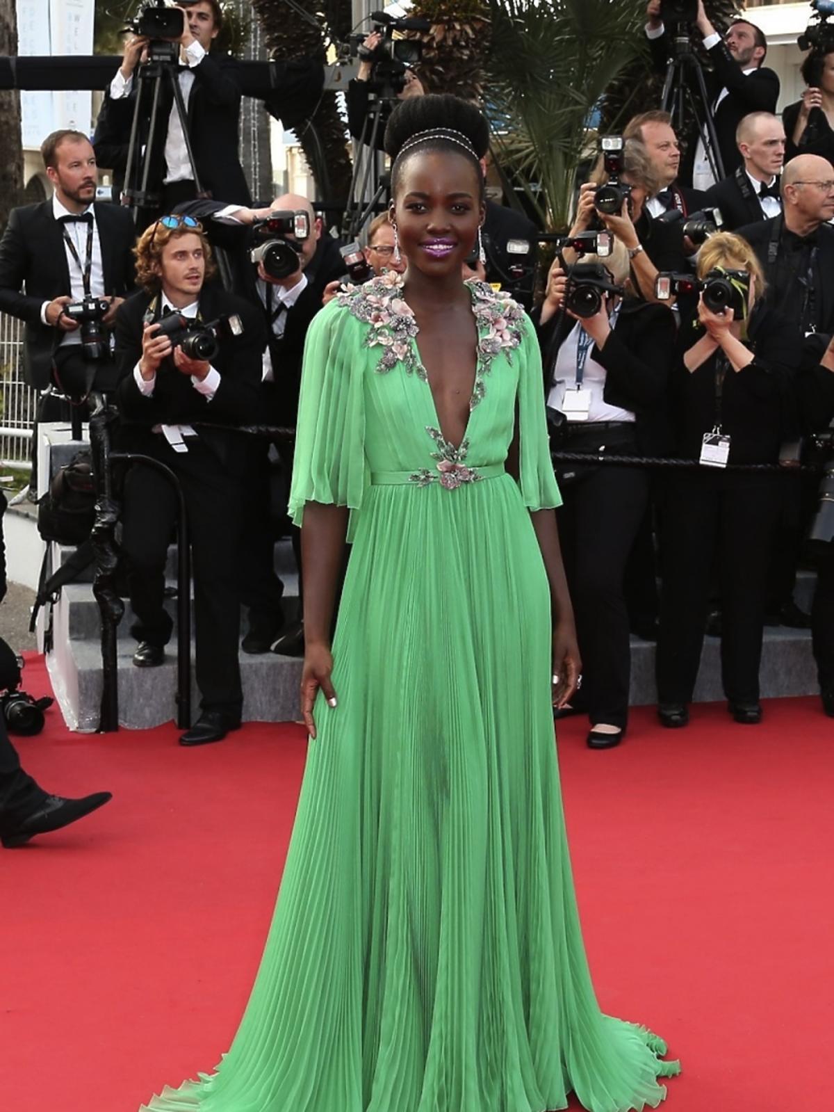 Lupita Nyong'o zielonej sukni do ziemi na czerwonym dywanie