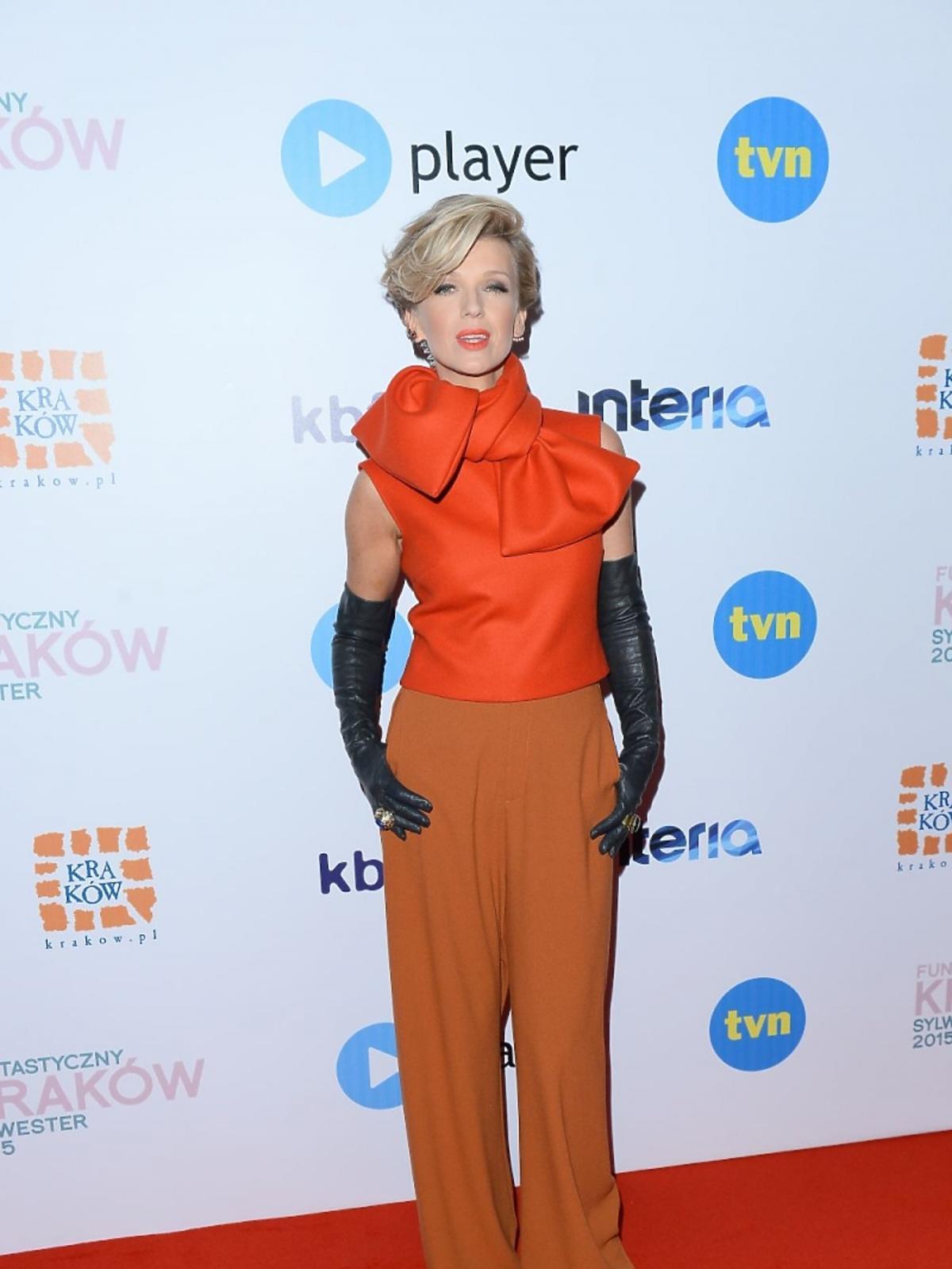 Magda Mołek w pomarańczowej bluzce