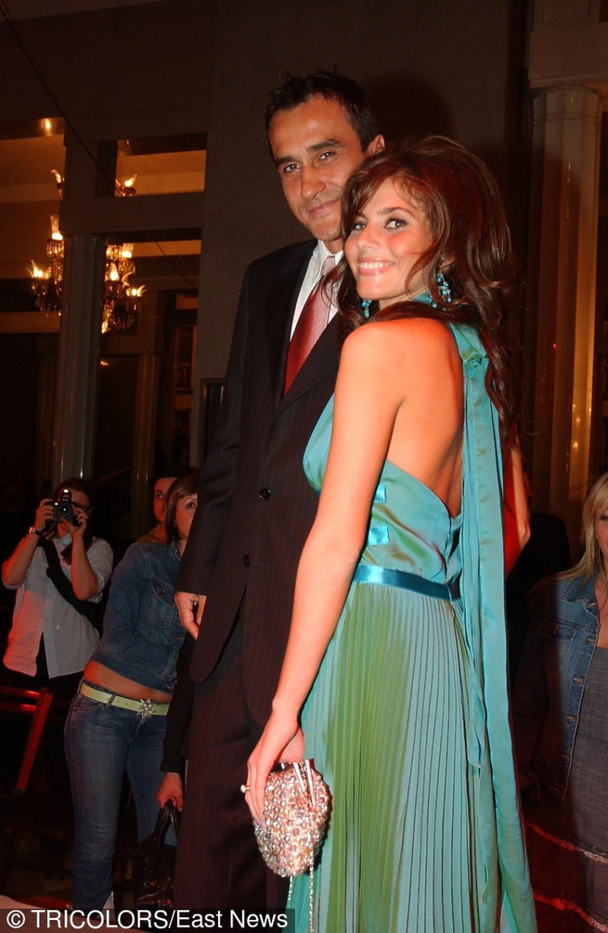 Weronika Rosati pozuje uśmiechnieta z Mariuszem Max Kolonko