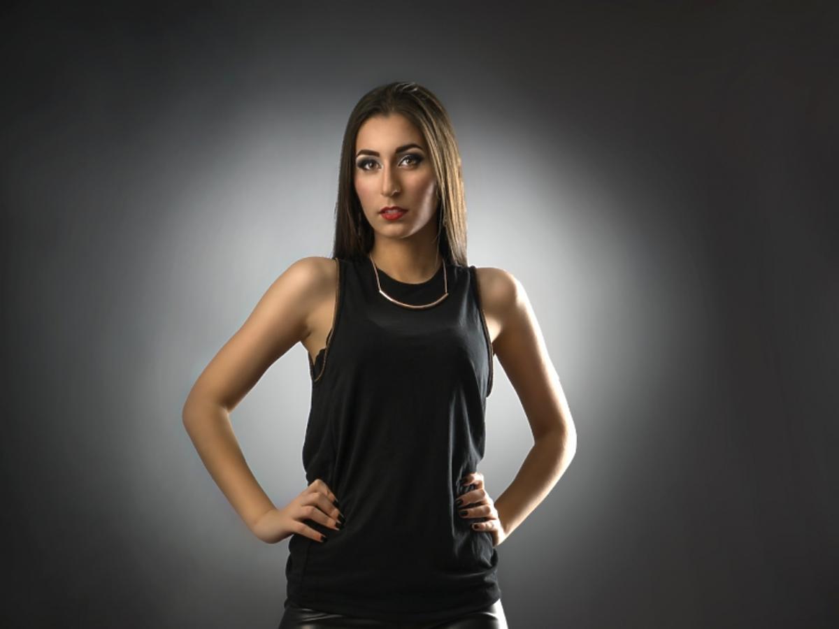 kobieta ubrana w lateksowy strój