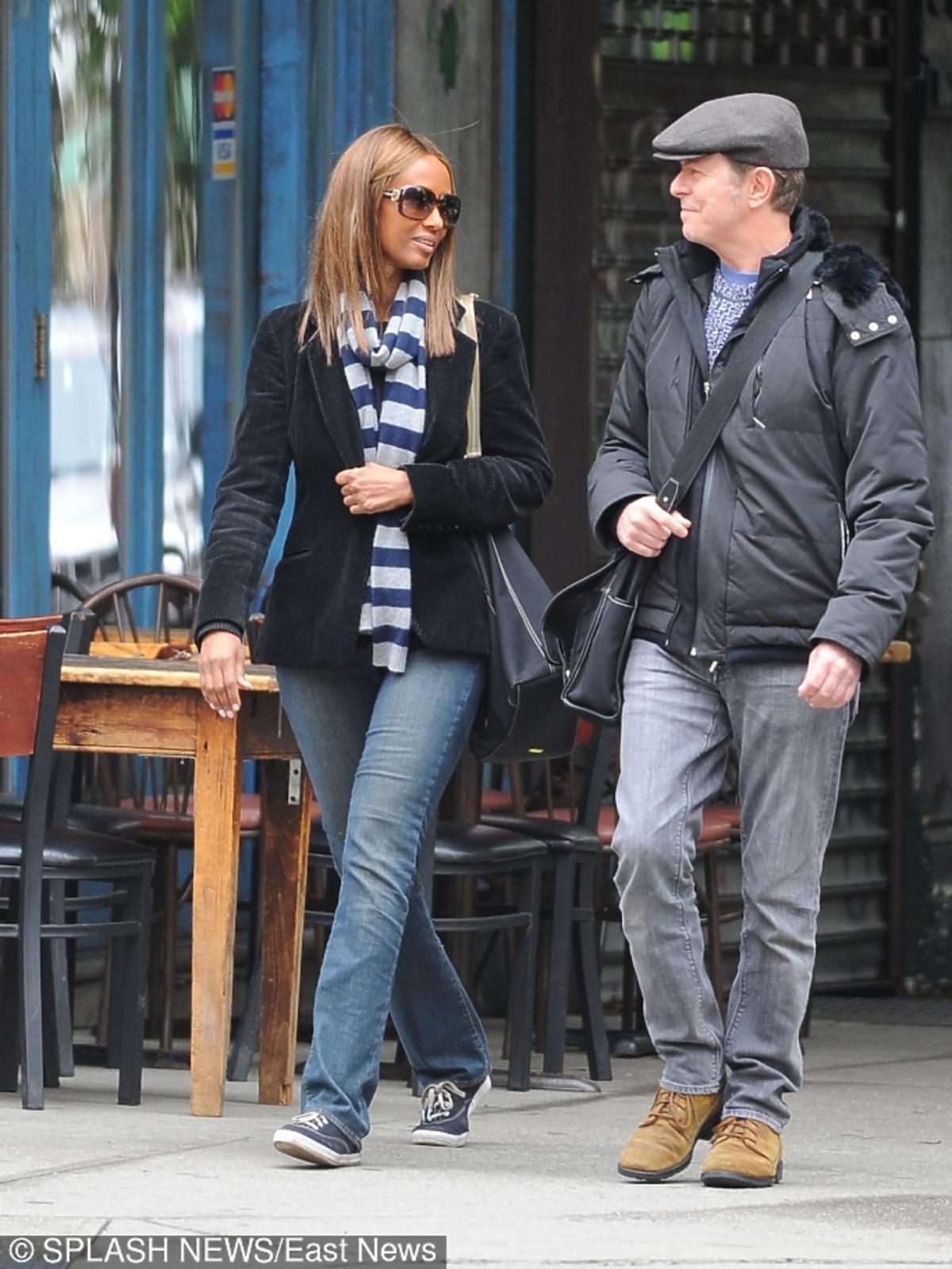 Iman i David Bowie idą ulicą