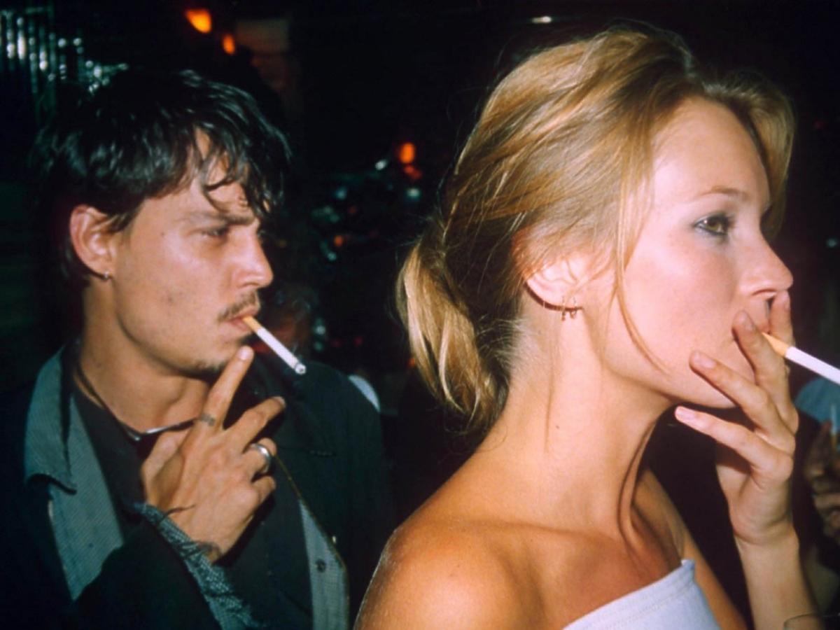 Kate Moss i Johnny Depp palą papierosy