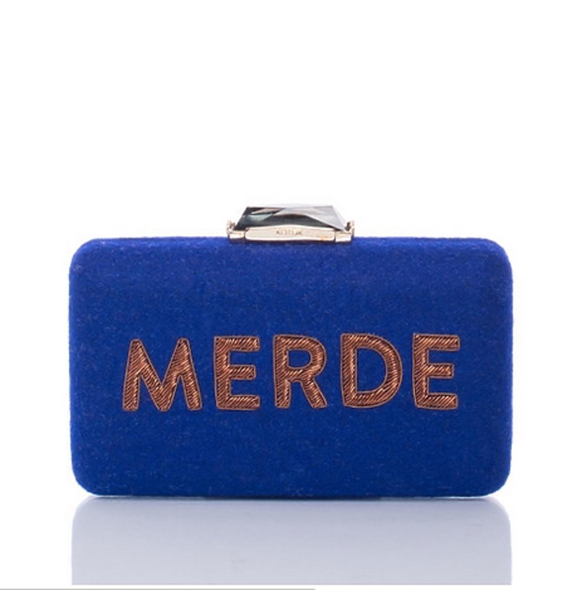 Niebieska torba z napisem