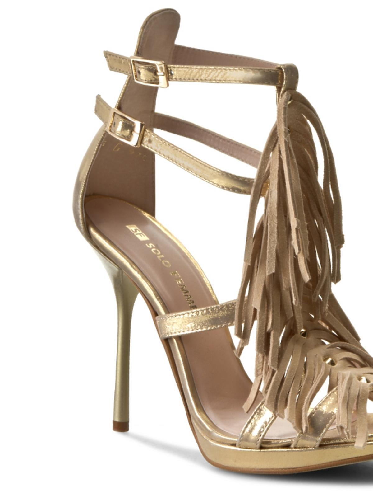 złote sandały na szpilce z frędzlami