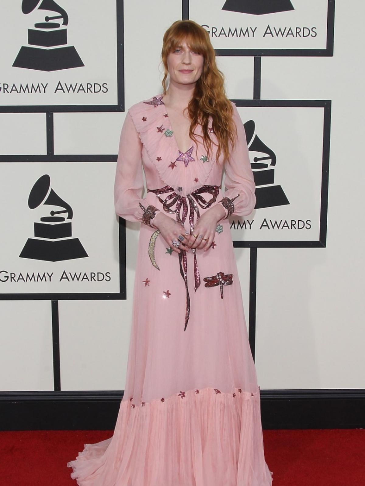 Florence Welch w różowej sukni w gwiazdki