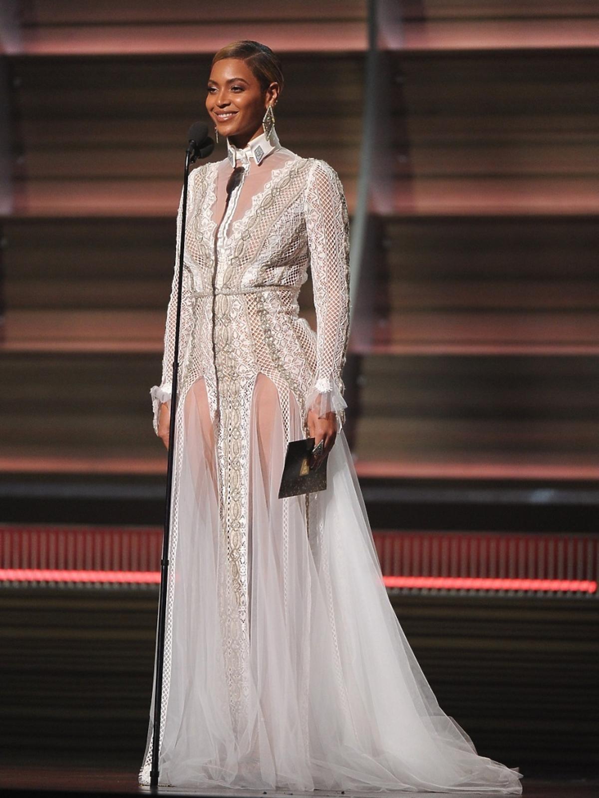 Beyonce w białej koronkowej sukni