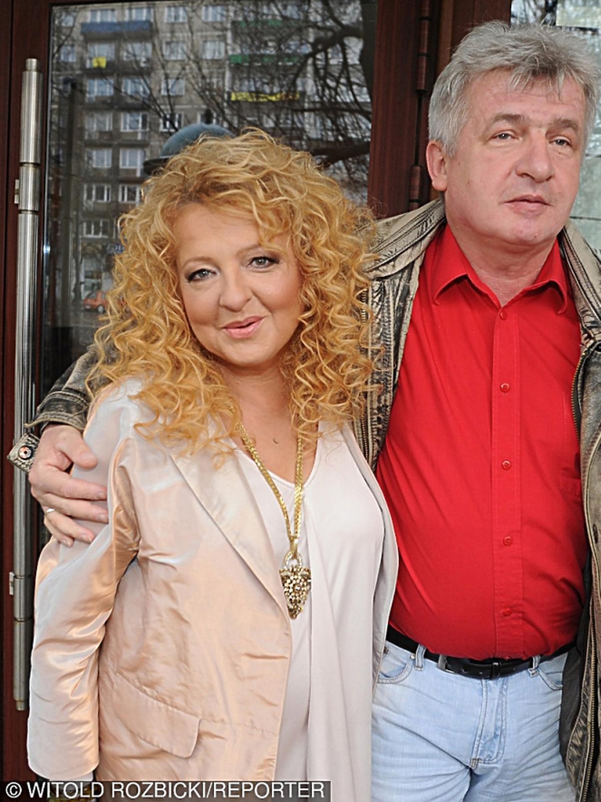 Magda Gessler stoi objeta z bratem Piotrem Ikonowiczem