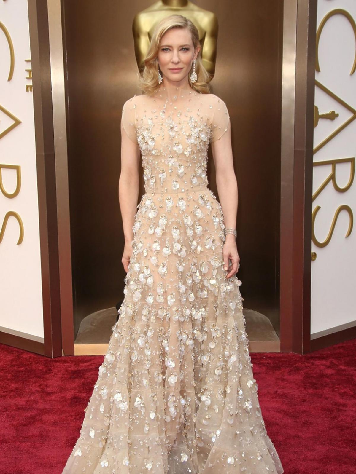 Cate Blanchett w jasnej błyszczącej sukni na Oscarach