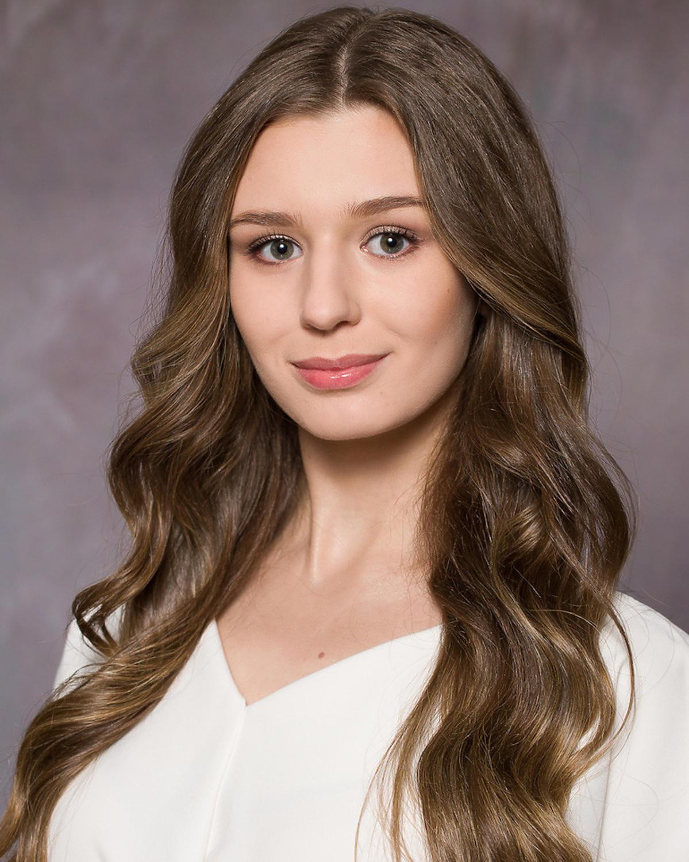 24. Laura Walczak
