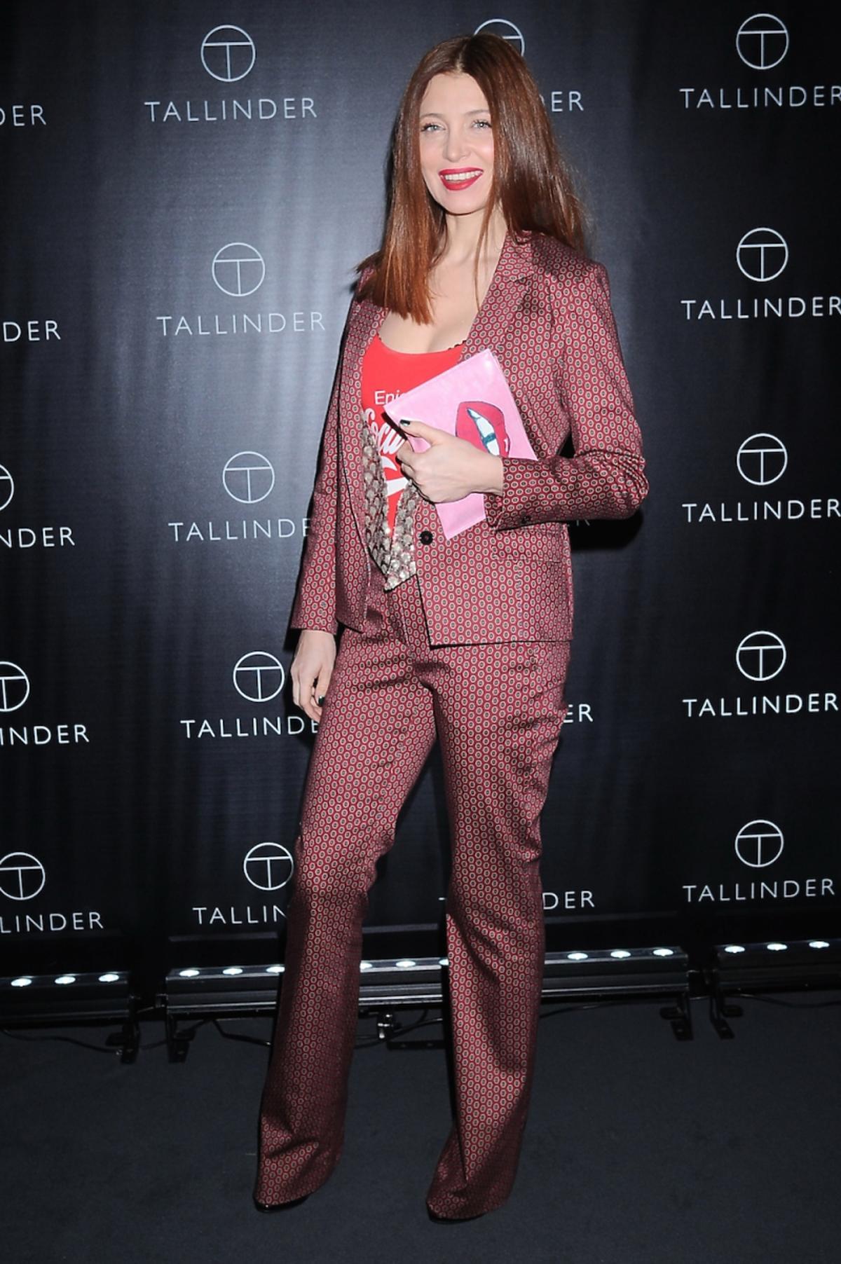 Ada Fijał w garniturze w kolorowe printy