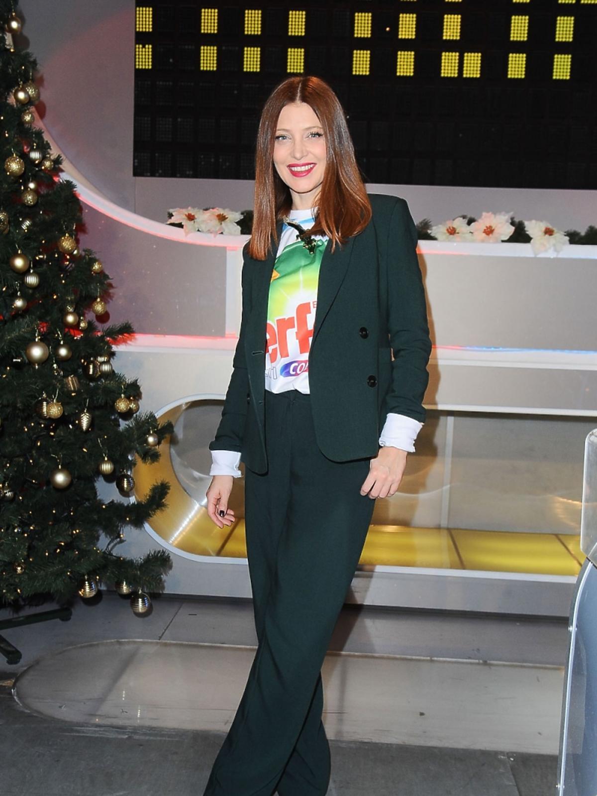 Ada Fijał w zielonym garniturze