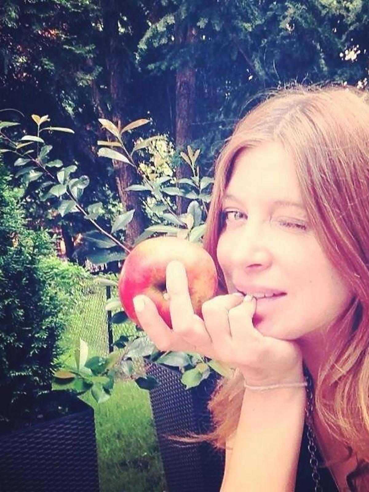 Ada Fijał zachęca do jedzenia jabłek