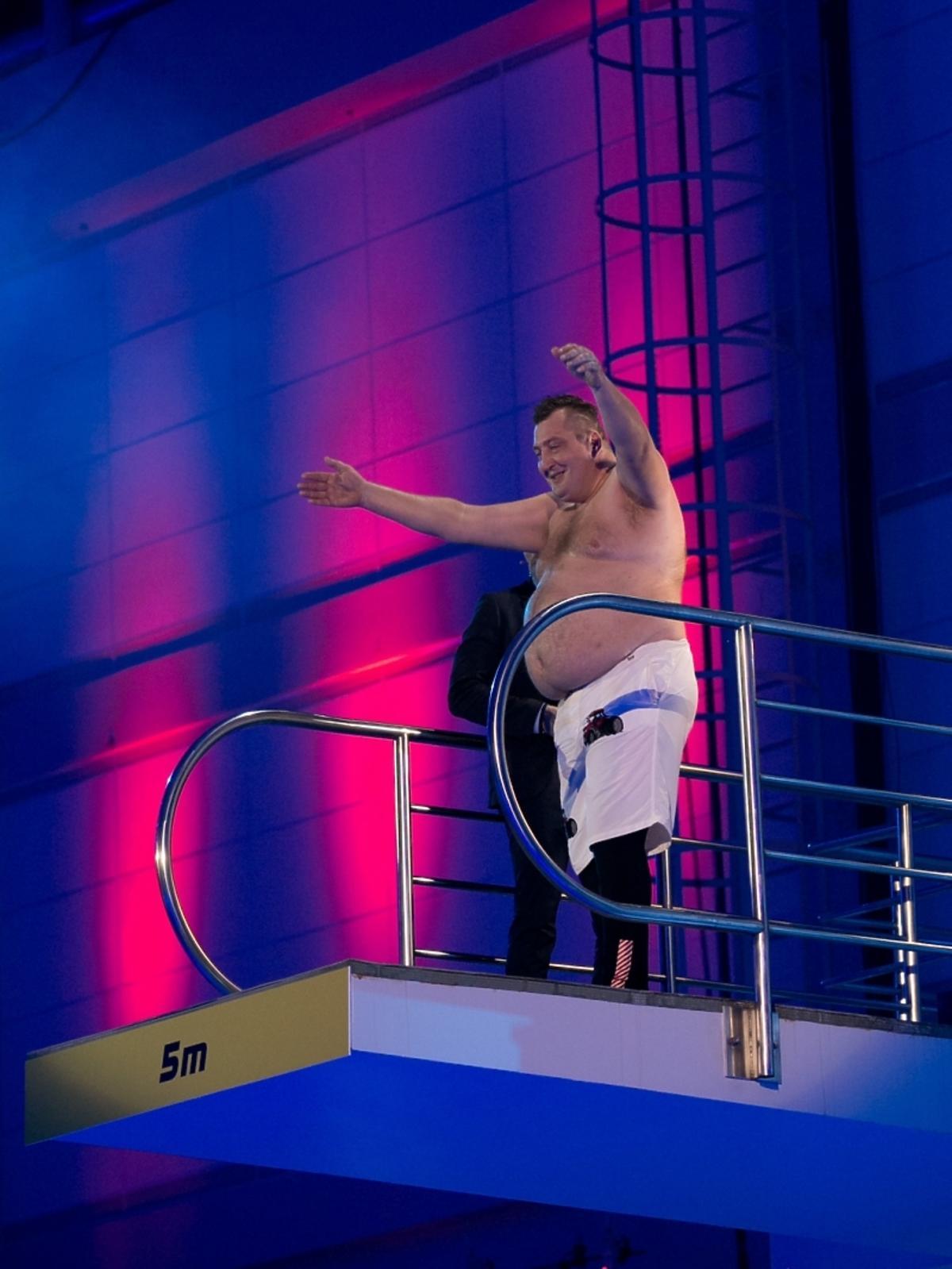 Adam Kraśko w pierwszym odcinku Celebrity Splash