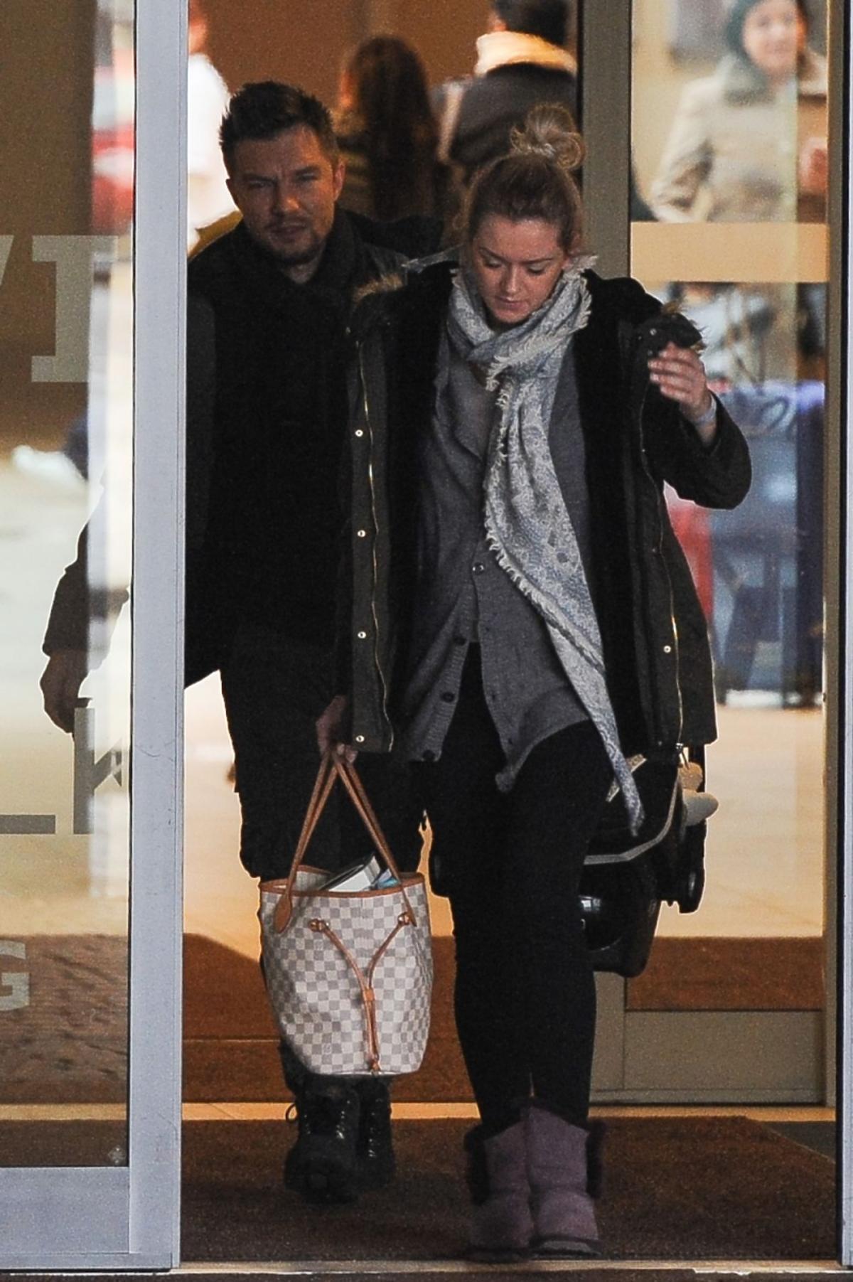 Adam Sztaba i Agnieszka Dranikowska odbierają synka ze szpitala