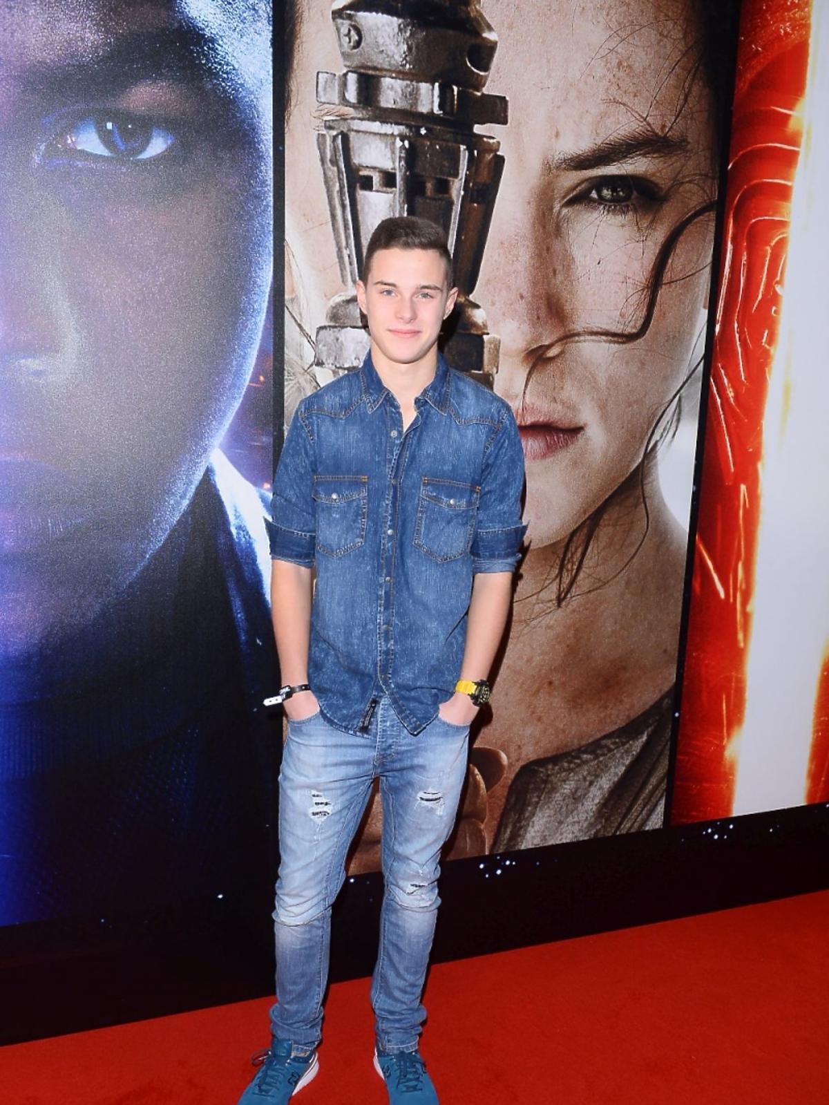 Adam Zdrójkowski w dżinsowej koszuli