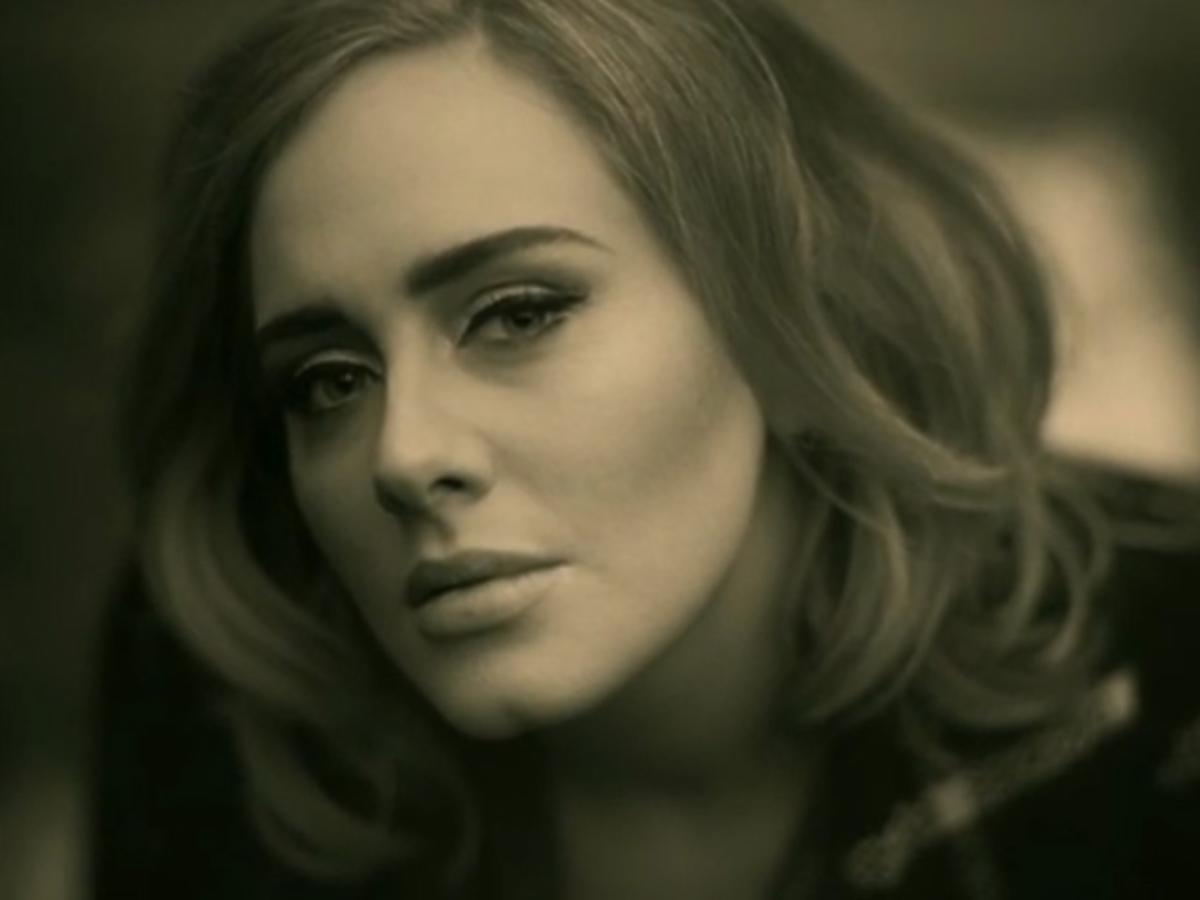 Adele kadr do teledysku Hello