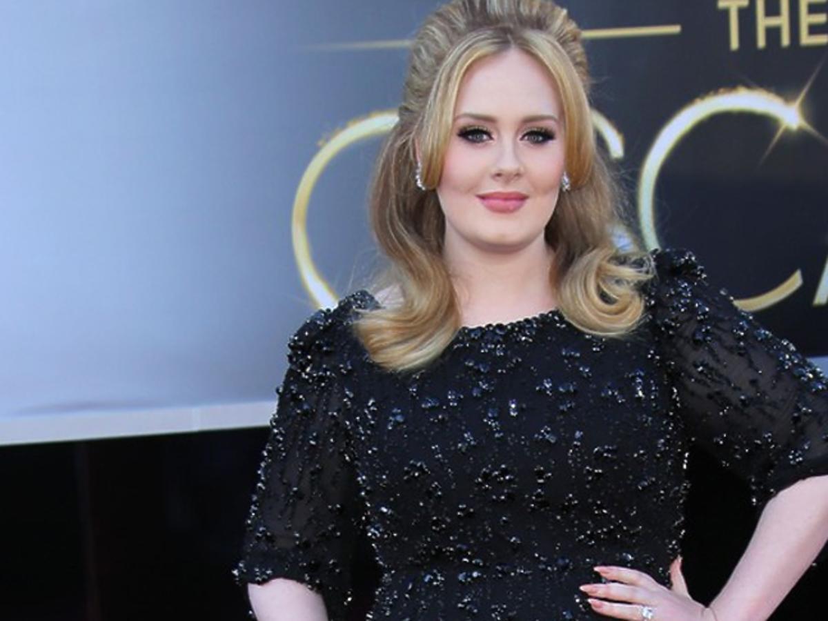 Adele w blond włosach