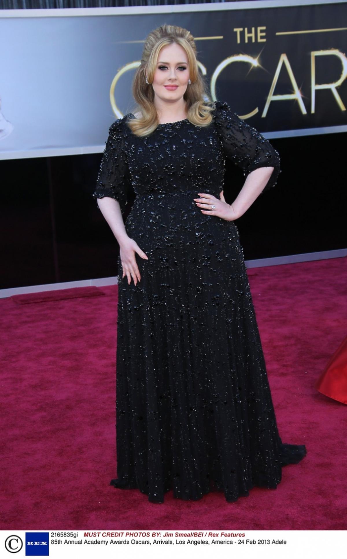 Adele w czarnej kreacji